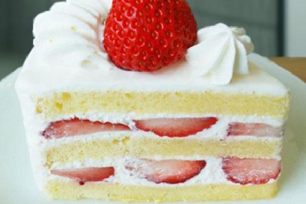 Japanese Layered Cake Recipe: Japanese Strawberry Shortcake